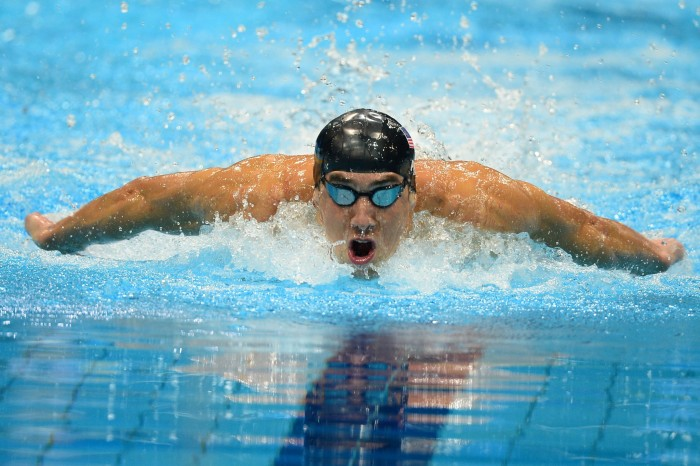 michael-phelps-swimming-butterfly-olympics-700x466